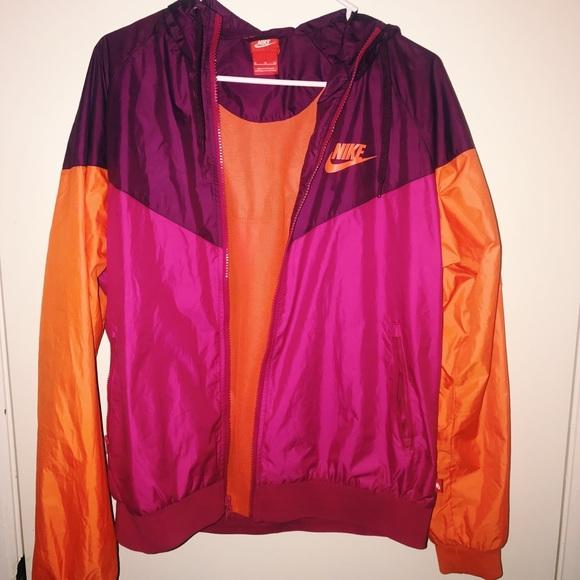 bf317f8c9682 Nike Women s Rain Jacket Windbreaker. M 5ab040c050687c25265a403a